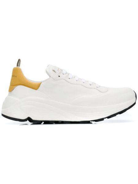 Koronkowa biały sneakersy na sznurowadłach okrągły nos Officine Creative