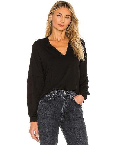 Трикотажная черная блузка с декольте 1. State