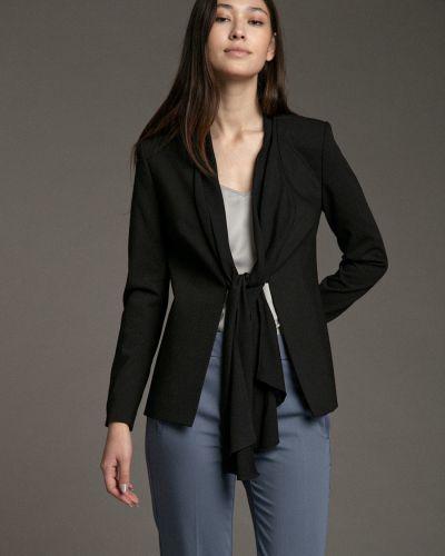 Повседневный приталенный черный удлиненный пиджак Emka