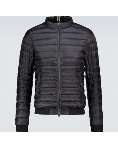 Nylon czarny pikowana kurtka z piórami Herno