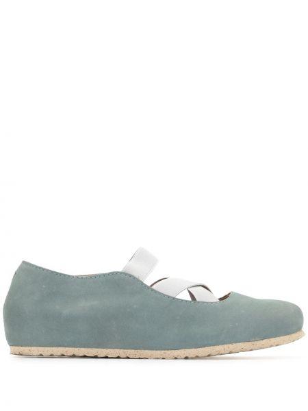С ремешком брендовые бежевые туфли Birkenstock