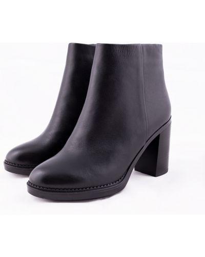 Черные кожаные ботинки на каблуке Just Couture