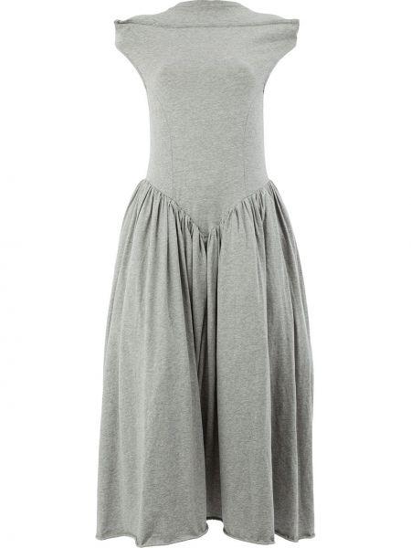 Расклешенное с заниженной талией серое платье с воротником Aalto