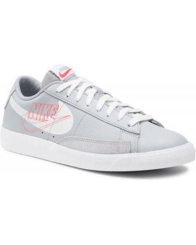 Szara marynarka Nike