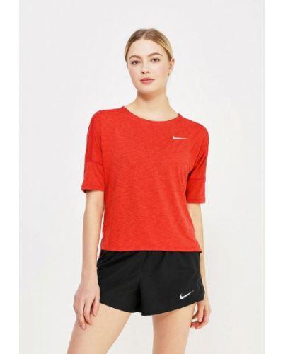 Красная спортивная футболка Nike