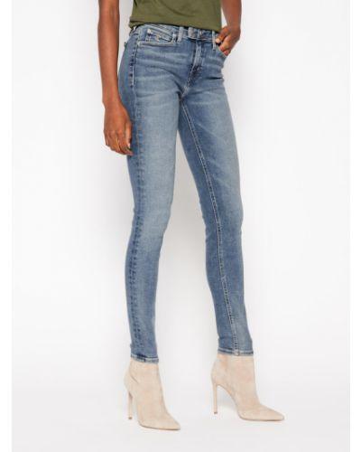 Niebieskie jeansy rurki Calvin Klein Jeans