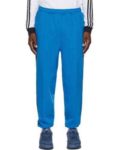 Niebieskie spodnie z haftem Adidas X Ivy Park