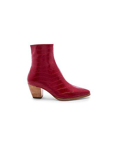 Ботинки на каблуке из крокодила красные Raye