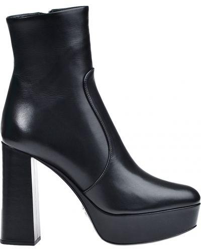 Кожаные ботинки - черные Prada