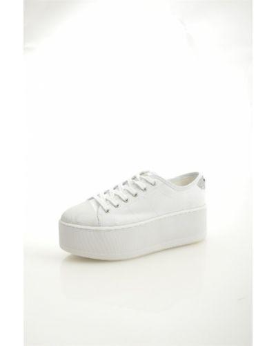 Белые кеды на каблуке Guess