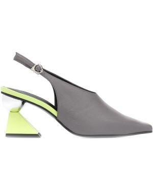 Туфли с ремешком с пряжкой Yuul Yie