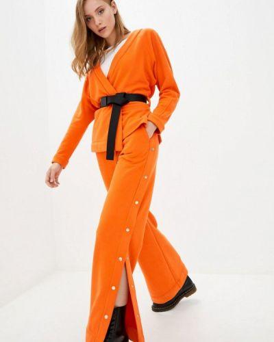 Костюмный оранжевый брючный костюм O&j