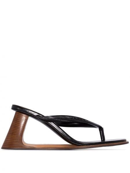Sandały na koturnie skórzany czarne Marni