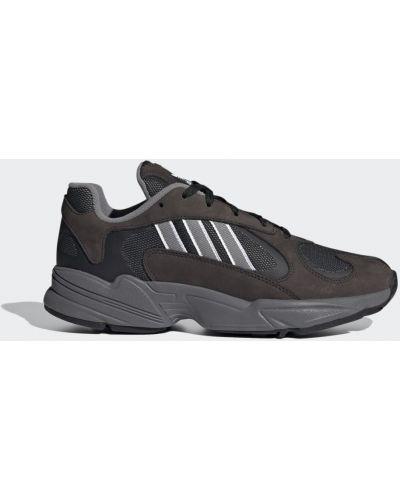 Массивные черные кроссовки Adidas