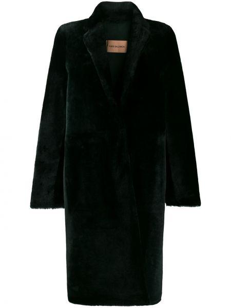 Зеленая длинное пальто из овчины с карманами Yves Salomon