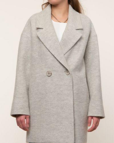 Серое шерстяное пальто с воротником каляев