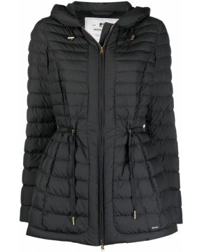Пуховая черная длинная куртка с капюшоном Woolrich
