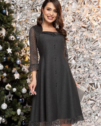 Приталенное с рукавами платье с сеткой Charutti
