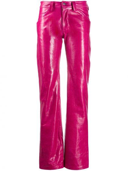 Różowe spodnie skorzane z paskiem Mowalola