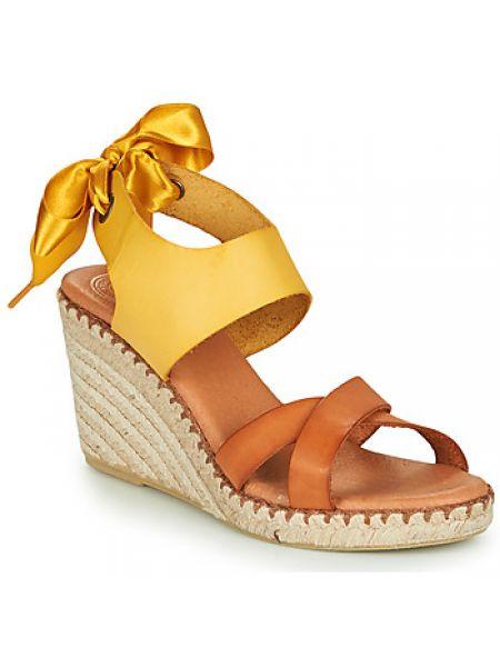 Żółte sandały Pataugas
