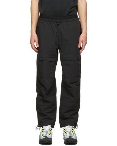 Czarny joggery z mankietami z kieszeniami Nike