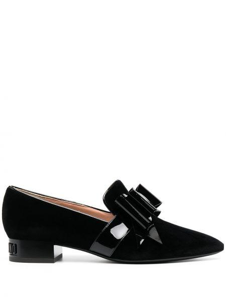 Skórzany czarny loafers na pięcie z ostrym nosem Moschino