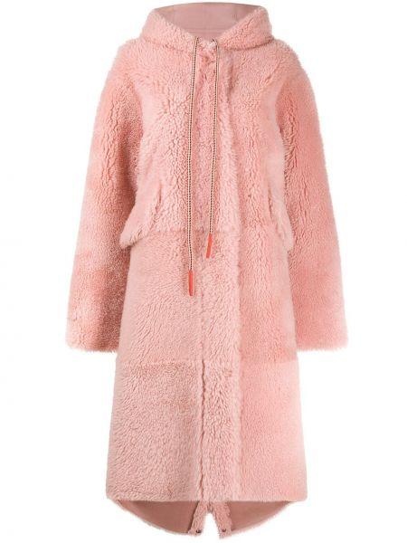 С рукавами розовое длинное пальто двустороннее из овчины Liska