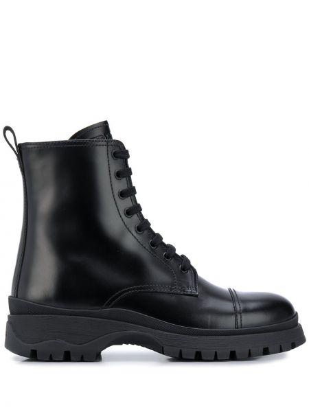 Czarny buty z prawdziwej skóry Prada
