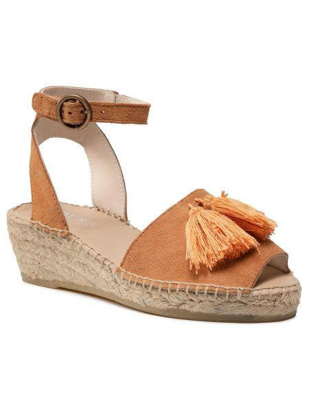 Beżowe sandały zamszowe Badura