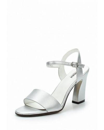 Босоножки на каблуке серебряного цвета Zenden Woman