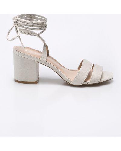 Бежевые туфли на шнуровке Public Desire