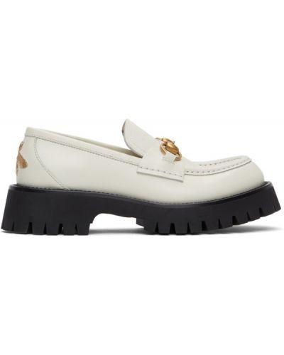 Белые кожаные лоферы на каблуке Gucci