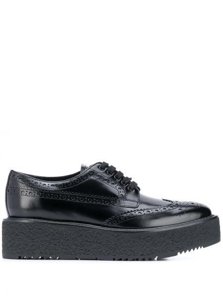 Ażurowy skórzany buty brogsy Prada