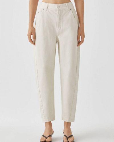 Белые джинсы Pull&bear