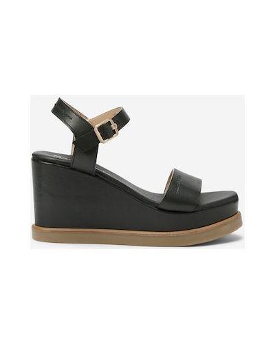 Czarne sandały na platformie Marc O Polo