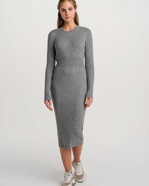 Серое вязаное платье Befree