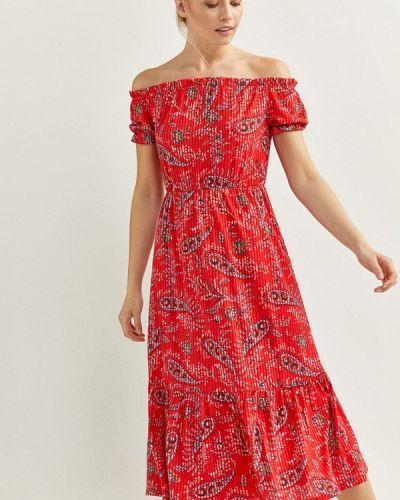 Красное платье с открытыми плечами Springfield