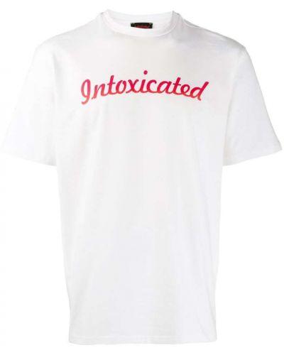 Футболка белая с логотипом Intoxicated