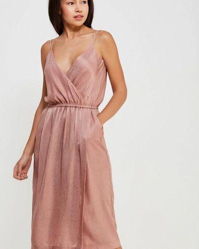 Платье с открытыми плечами весеннее Lusio