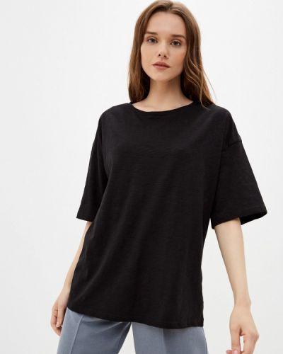 Черная весенняя футболка D.s