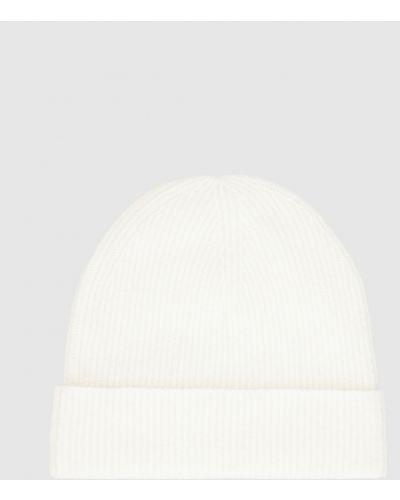 Бежевая шапка Allude