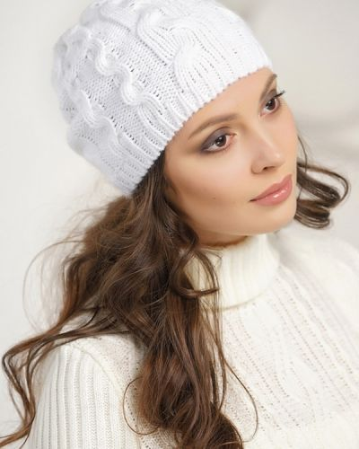 Белая шапка шерстяная Vay