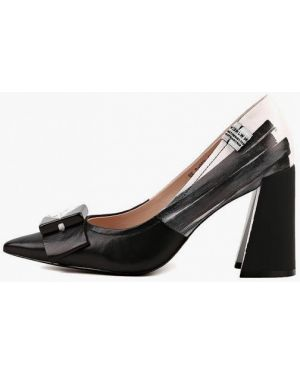 Черные кожаные туфли закрытые из натуральной кожи Sasha Fabiani
