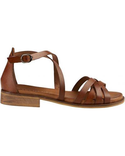 Brązowe sandały na niskim obcasie skorzane Pavement