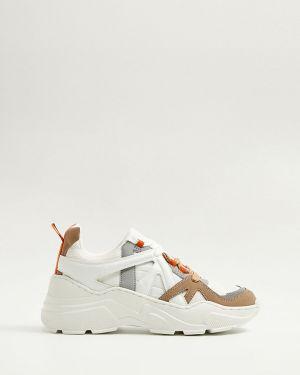 Белые текстильные кроссовки на платформе на шнуровке на каблуке Mango