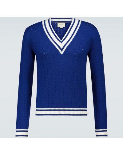 Wełniany niebieski sweter z dekoltem w szpic perforowany Gucci
