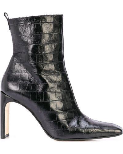 Черные сапоги без каблука с квадратным носком из крокодила квадратные Miista