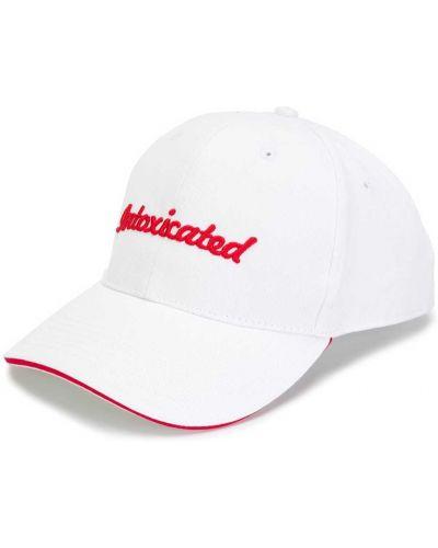 Biała czapka z haftem bawełniana Intoxicated