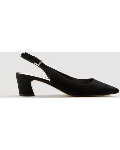 Черные туфли с острым носком Mango