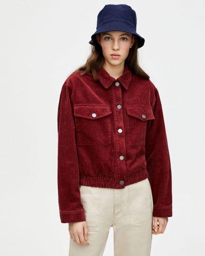 Бордовая джинсовая куртка Pull & Bear